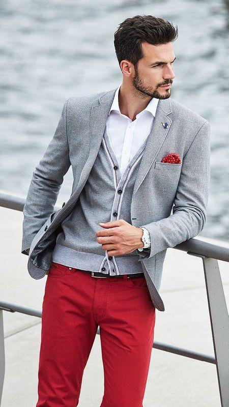 Kết hợp áo cardigan cùng áo sơ mi trắng