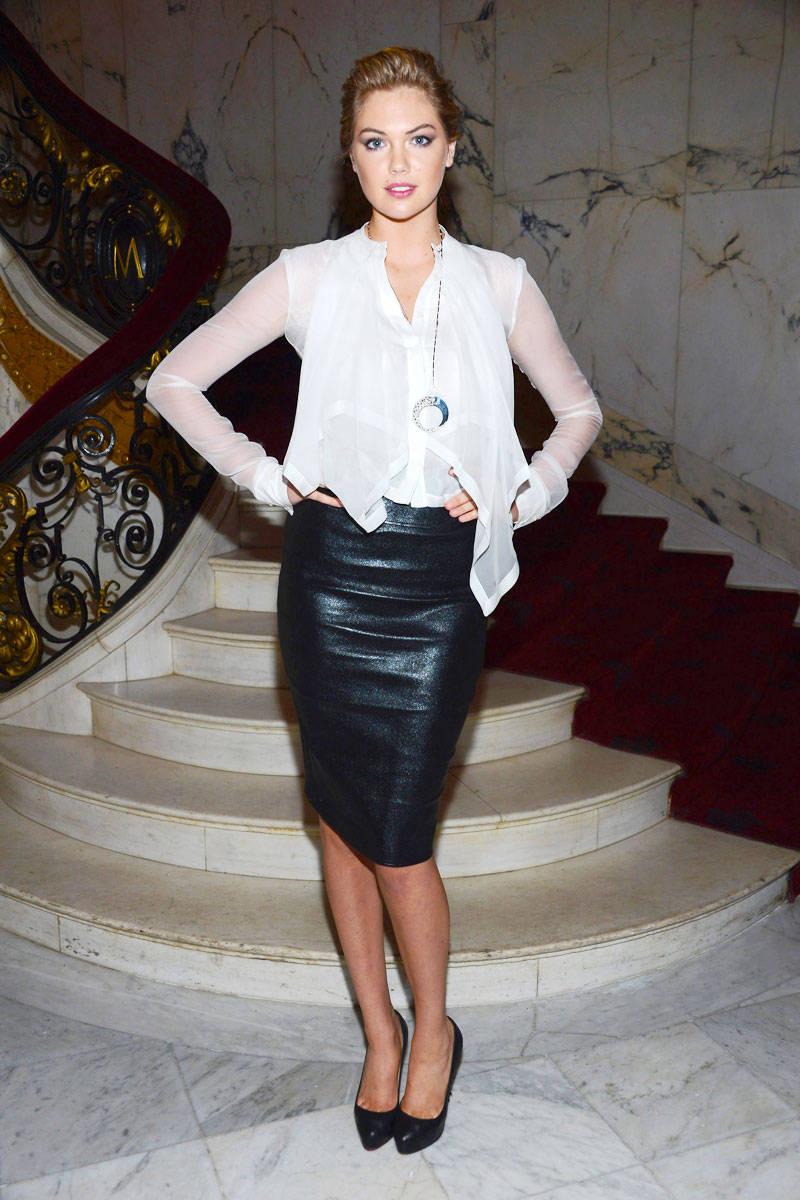 """""""Mách"""" nàng cách mặc chân váy bút chì đẹp và như """"Sao"""" Hollywood"""